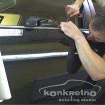 Удаление вмятины на двери перед полировкой авто