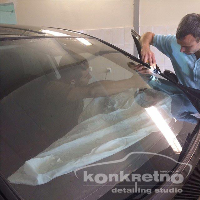 Процесс тонирования лобового стекла